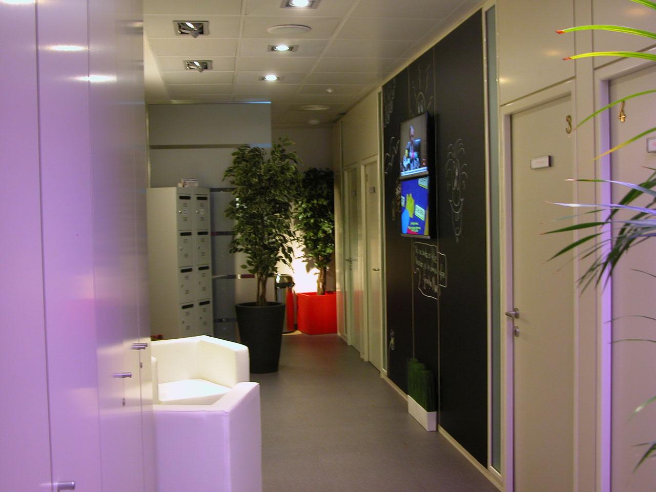 solplaza-centro-de-empresas-pasillo-vista3